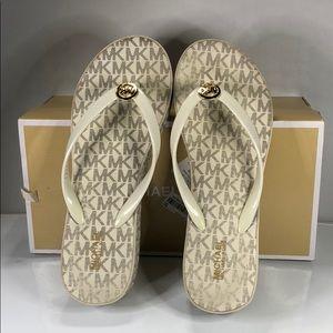 [178] Michael Michael Kors 8 M Platform Flip-Flops